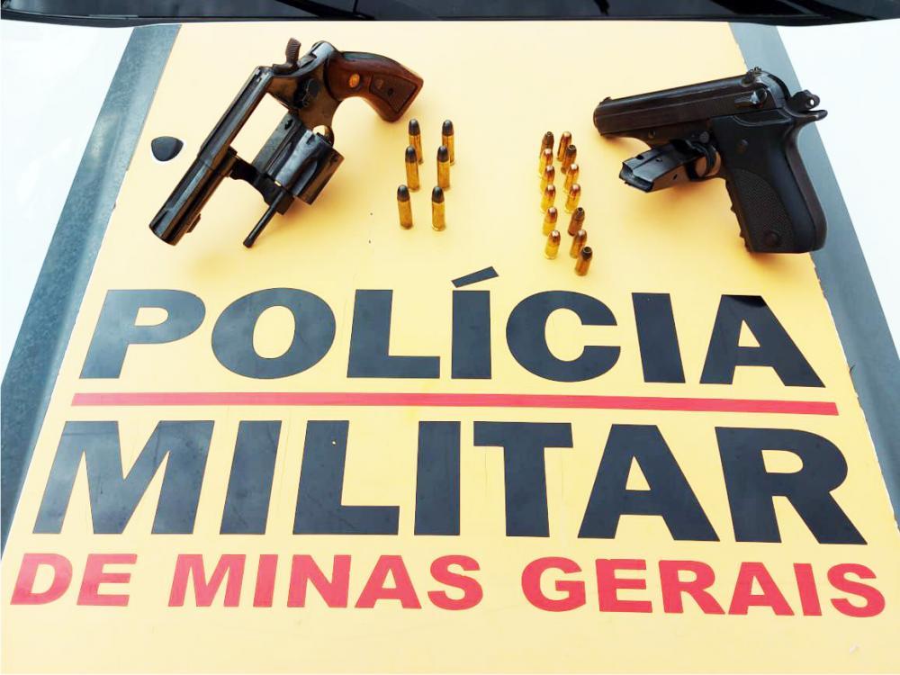 Pistola furtada e revólver foram apreendidos com o acusado - Foto: Juliano Carlos