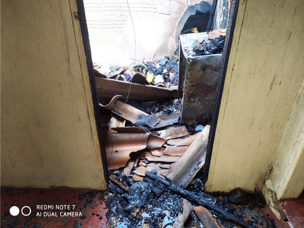Incêndio foi registrado após curto circuito - Foto: Juliano Carlos