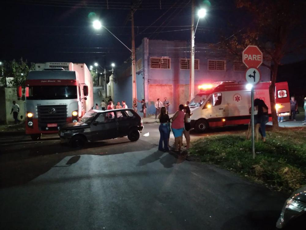 Lateral do carro ficou destruída após o acidente - Foto: Juliano Carlos
