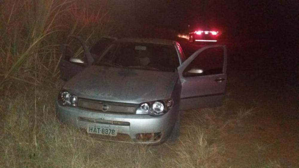 Carros dos bandidos foram apreendidos pelos policiais - Foto: Divulgação/PRF