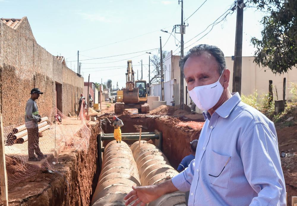 O prefeito Paulo Piau percorreu na manhã de ontem, algumas obras que estão em andamento dentro Plano 200 - Foto: André Santos/PMU
