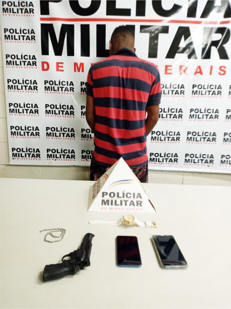 Réplica de arma foi e materiais foram aprendidos com o acusado - Foto: Juliano Carlos