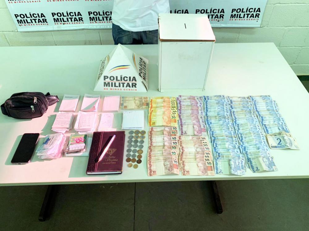 Dinheiro e materiais foram apreendidos com o acusado - Foto: Juliano Carlos
