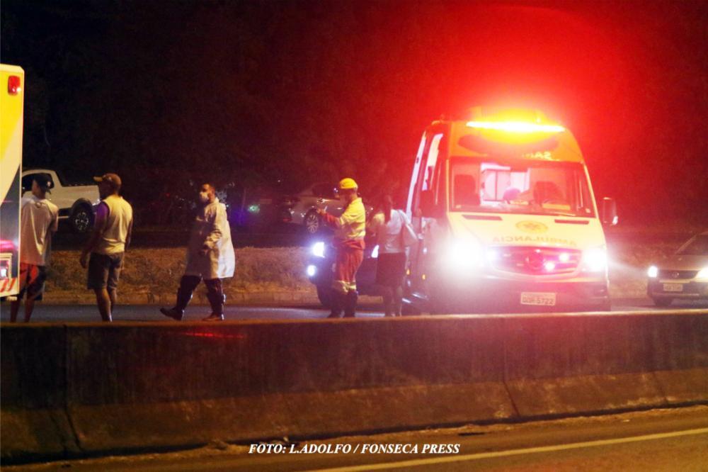 Idoso ficou gravemente ferido com fratura e laceração na perna após ser atropelado - Foto: L.Adolfo/Fonseca Press