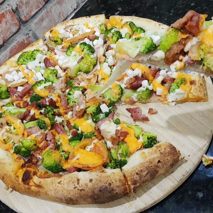A @pizzasfirenzeuberaba fica localizada à Av. Pe. Eddie Bernardes da Silva, 726, no bairro de Lourdes. Faça o seu pedido pelo 9-8866-3713