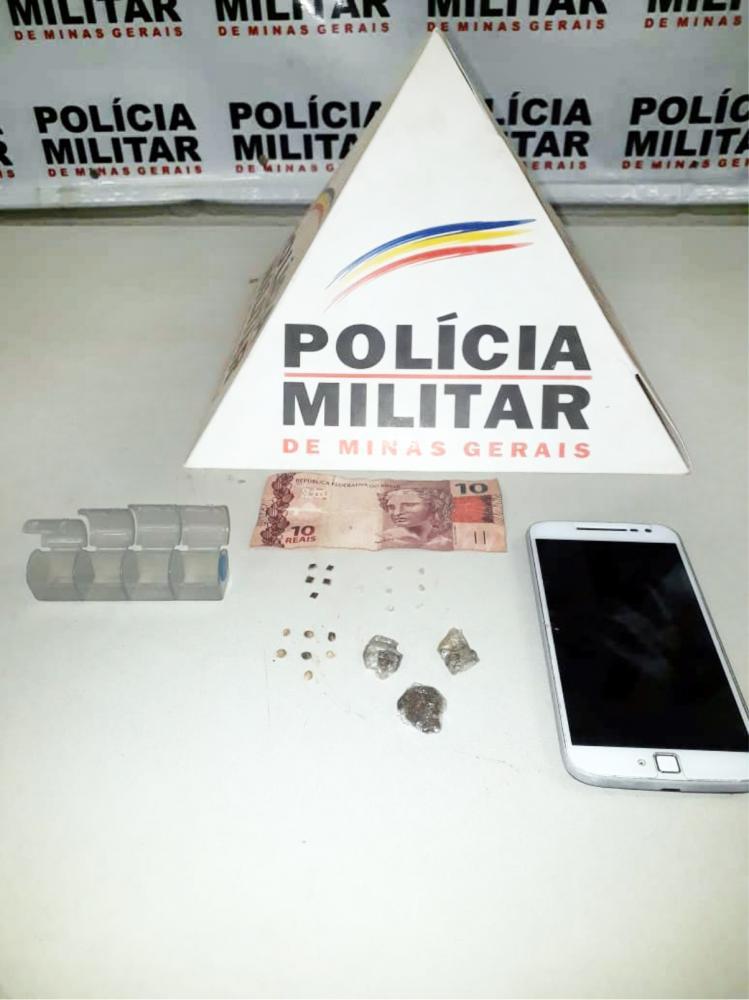 Entorpecentes e dinheiro foram encontrados com o acusado - Foto: Juliano Carlos