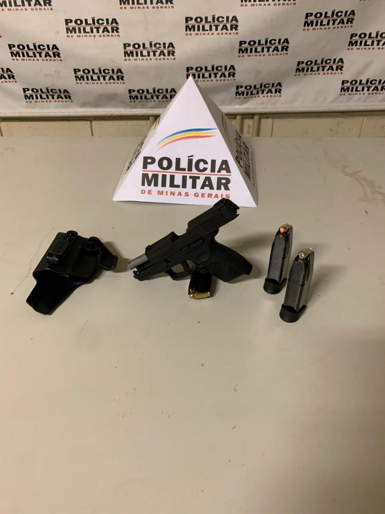 Pistola e munições foram apreendidas com o acusado - Foto: Juliano Carlos