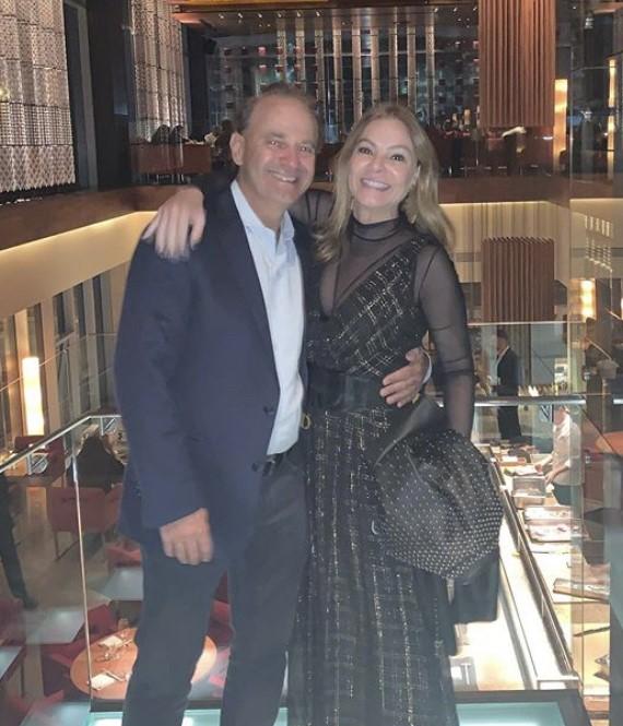 A empresaria Monica Hial Abreu Foi a anfitriã do niver do maridao Daniel Abreu , preseça apenas para a familia e on- line para todos os amigos, Os presente foram doações para o Asilo Cantinho da Paz