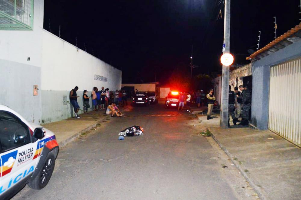 Vítima foi executada em via pública - Foto: Juliano Carlos