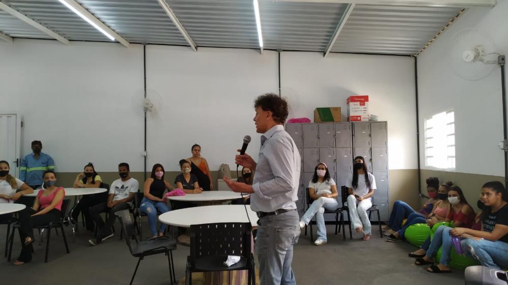 Visita do candidato a prefeito Tony Carlos (PTB) ao Call Center Ubercom, prestadora de serviços para Alagar - Foto: Divulgação