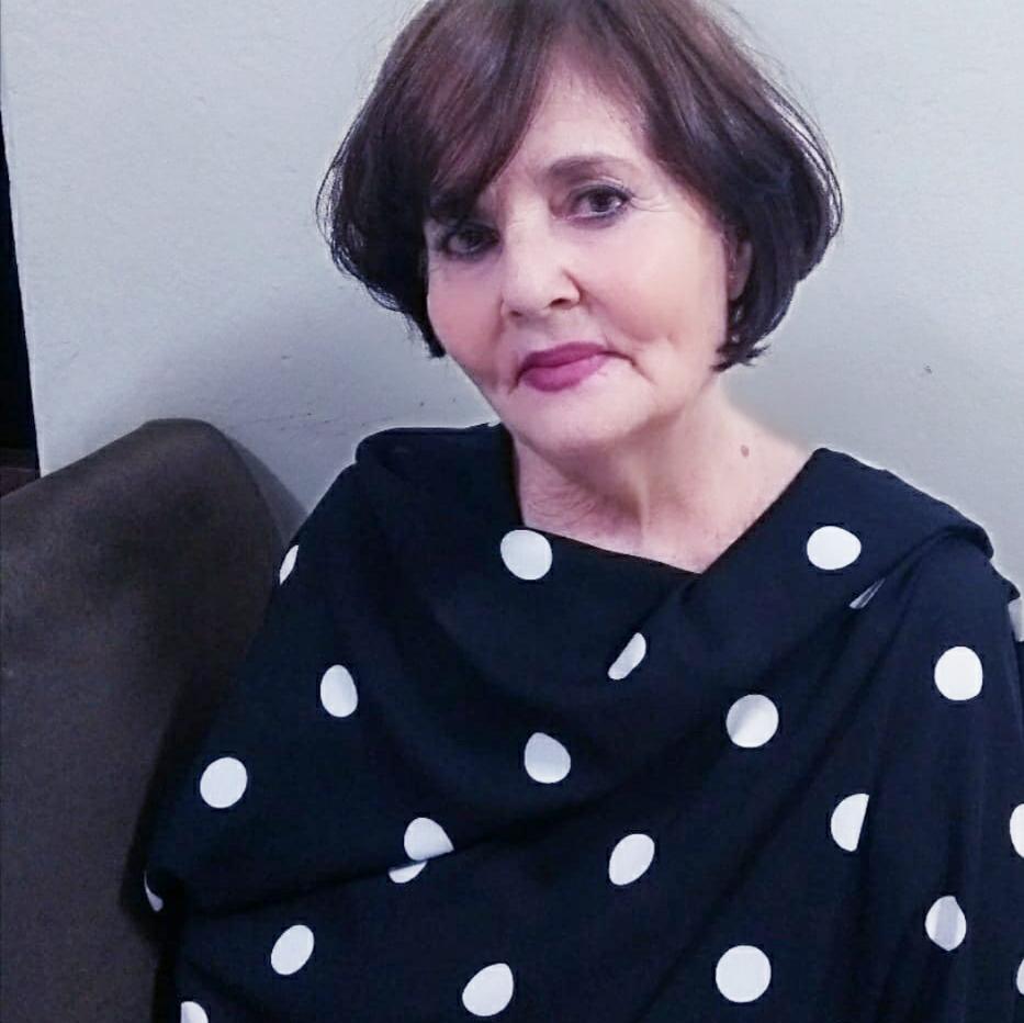 A bela Maria Dagmar Oliveira. Fantástica pessoa, amiga e iluminada. Recebe muitas homenagens por mais um ano de vida. Felicidades. Que seja sempre repleto das bênçãos de Deus.