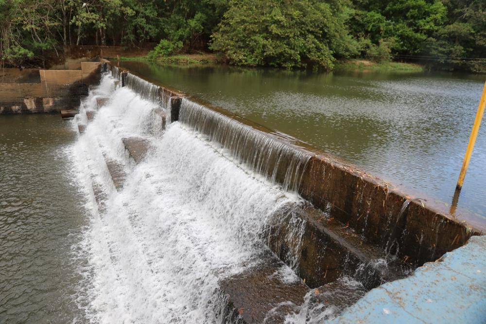 O rio Uberaba estava com uma vazão ontem em torno de 2000 litros/segundo - Foto: Divulgação/Codau
