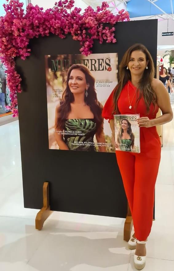 A belíssima Fabiana Pelegrinelli, capa da 20ª edição da revista Mulheres.