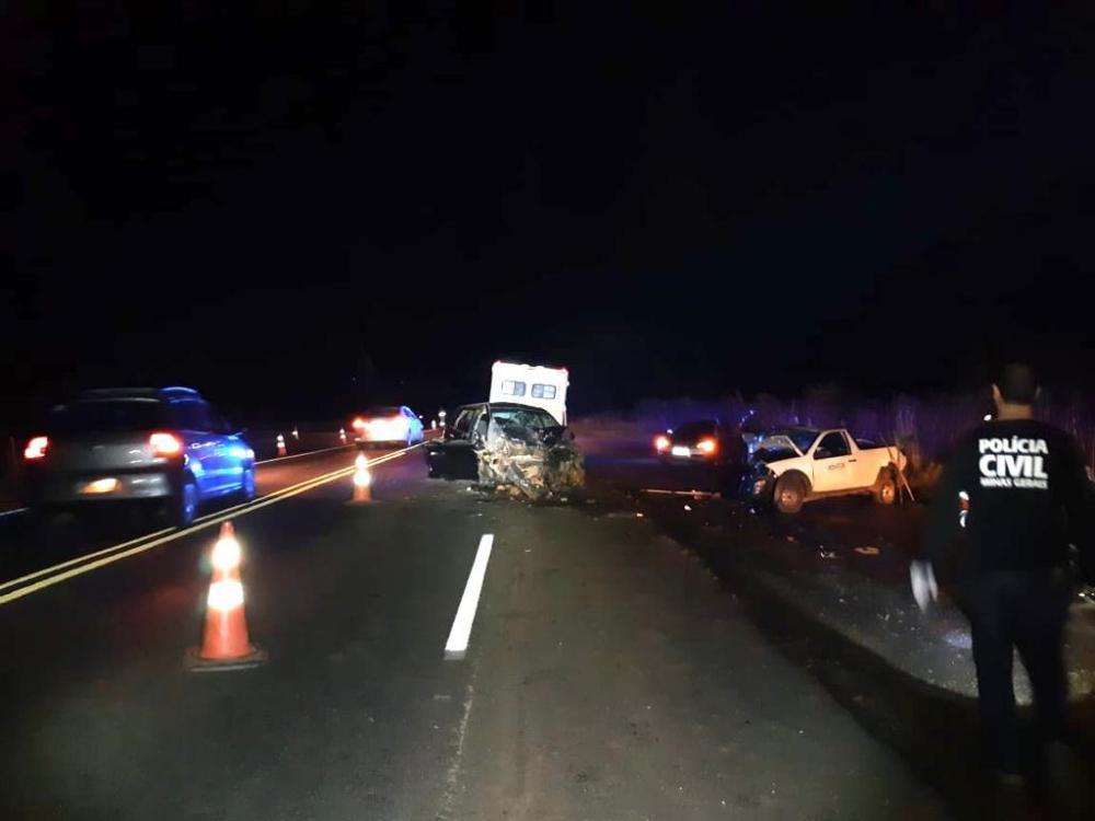 Carros ficaram destruídos após a batida - Foto: Reprodução/Juliano Carlos