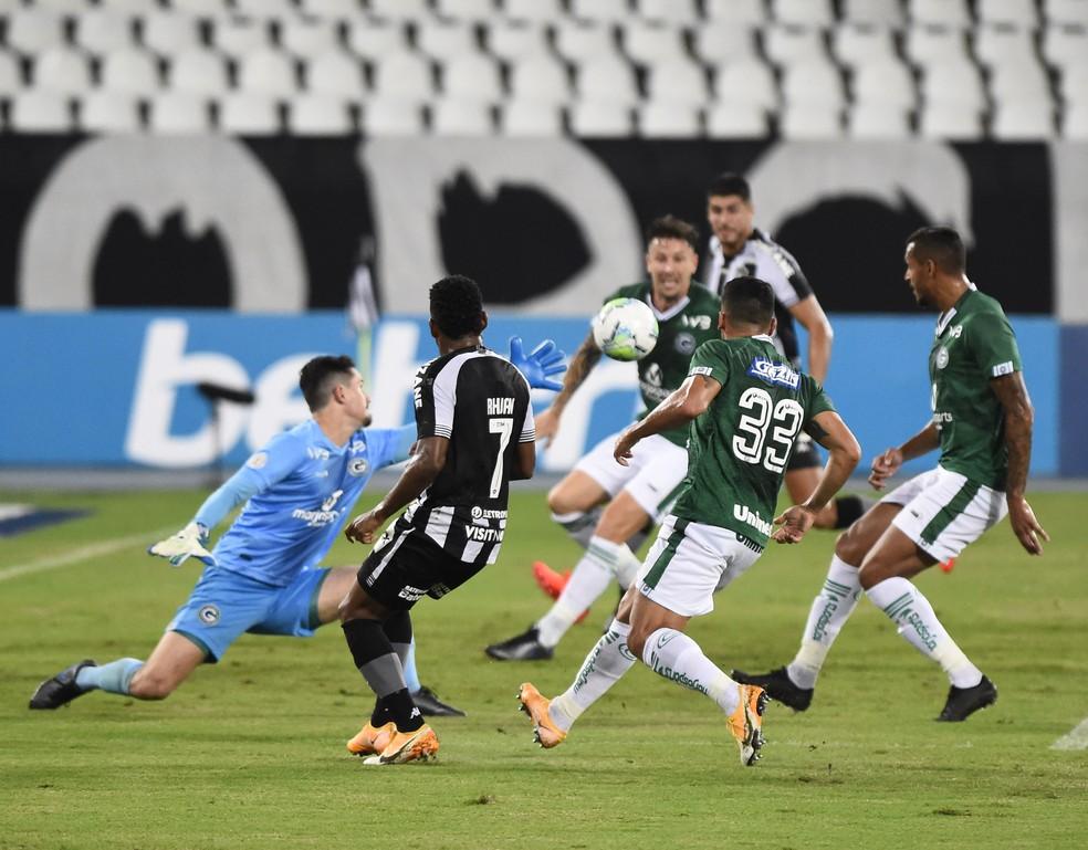 Botafogo se apega a volume do jogo com o Goiás, mas precisa ser mais eficiente contra o Cuiabá - Foto: André Durão/ge