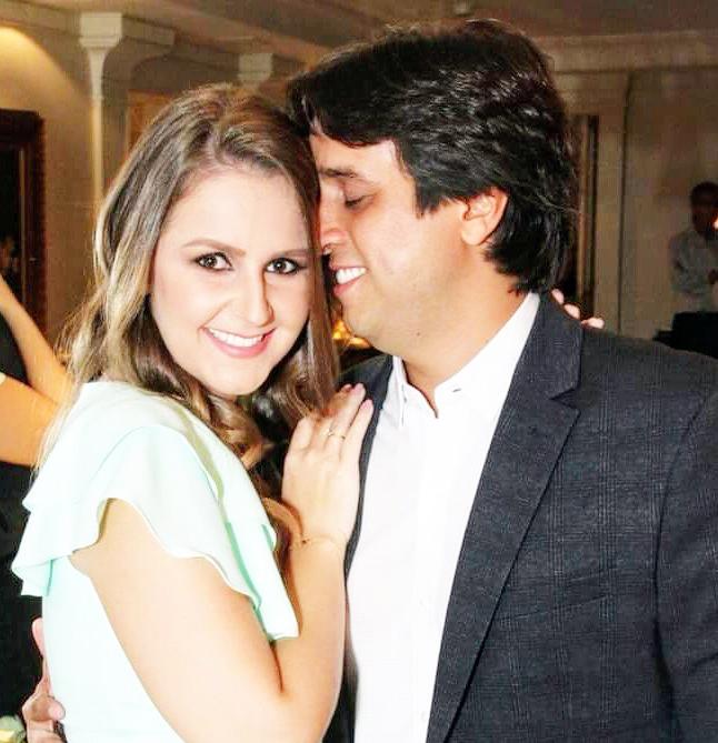 A médica Marília Monti Cunha Castro é a homenageada de hoje pelo aniversário, ao lado do marido, o empresário Lucas Ribeiro Cunha Castro