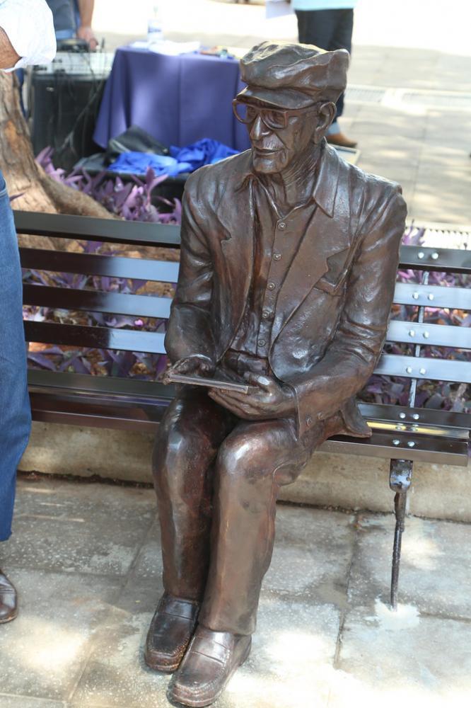 População recebe Maria Fumaça restaurada e estátua de Chico Xavier