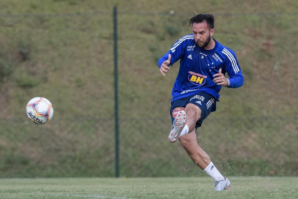 Giovanni Piccolomo, meia do Cruzeiro - Foto: Gustavo Aleixo/Cruzeiro