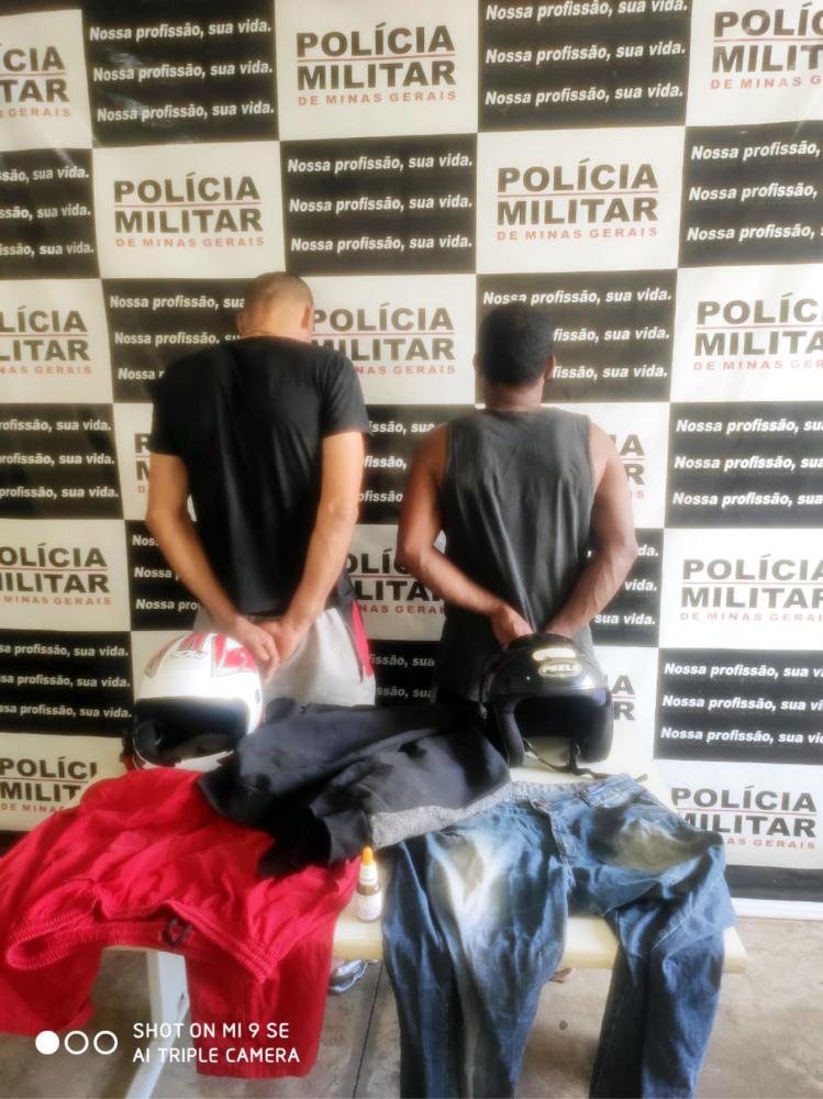Roupas usadas nos crimes foram apreendidas com os suspeitos - Foto: Juliano Carlos