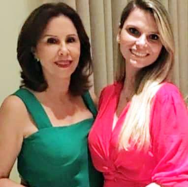 Bibi Gomes a mais nova vovó coruja, na foto ela e sua filha Luiza Gomes Silveira que presentou toda a família com o nascimento da princesinha Alice