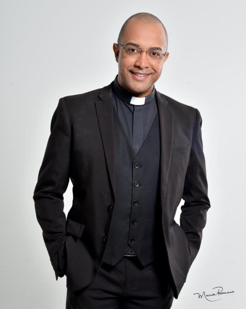 Padre Fabiano Roberto, o estimado Tio Fafá, faz aniversário no dia 19 de dezembro, sempre com lindos projetos que apoiam a comunidade uberabense