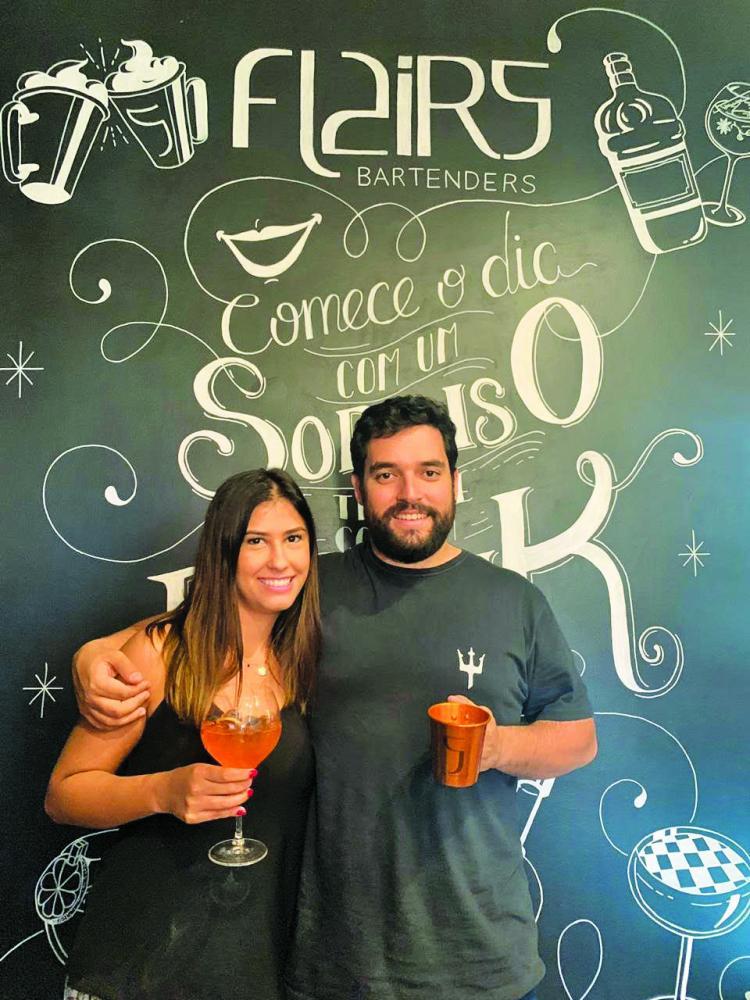 Paula Mendes Assunção e João Victor Borges Marinho