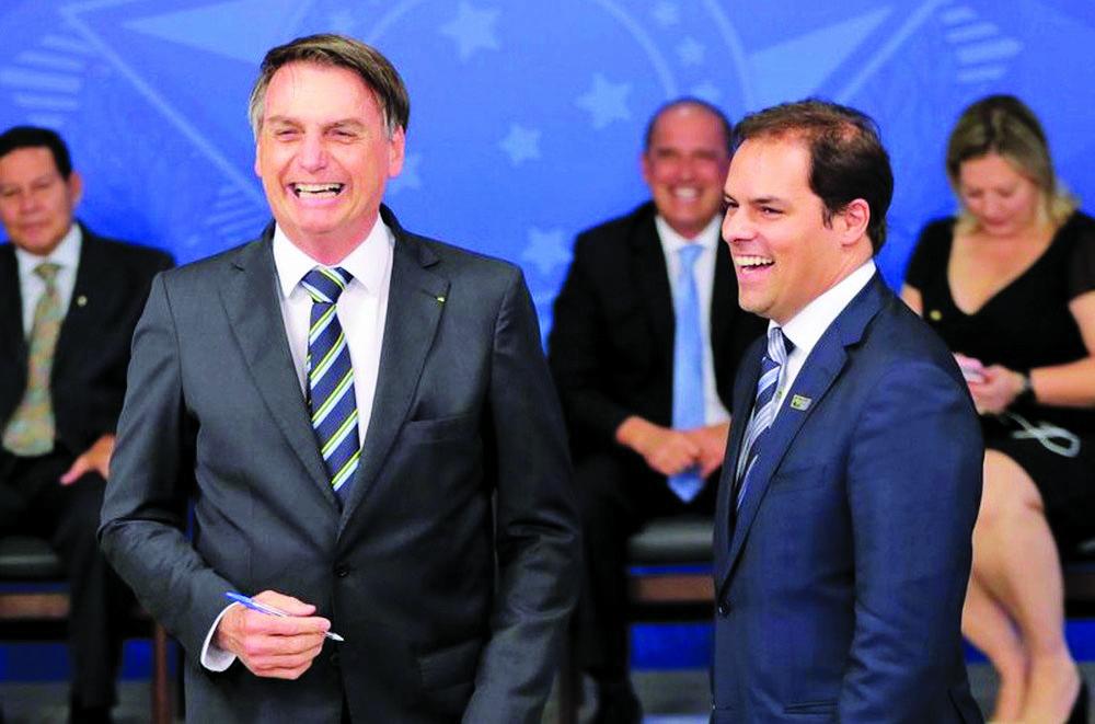 O secretário de Desburocratização do Ministério da Economia, Paulo Uebel, ao lado do presidente Jair Bolsonaro, durante cerimônia no Palácio do Planalto