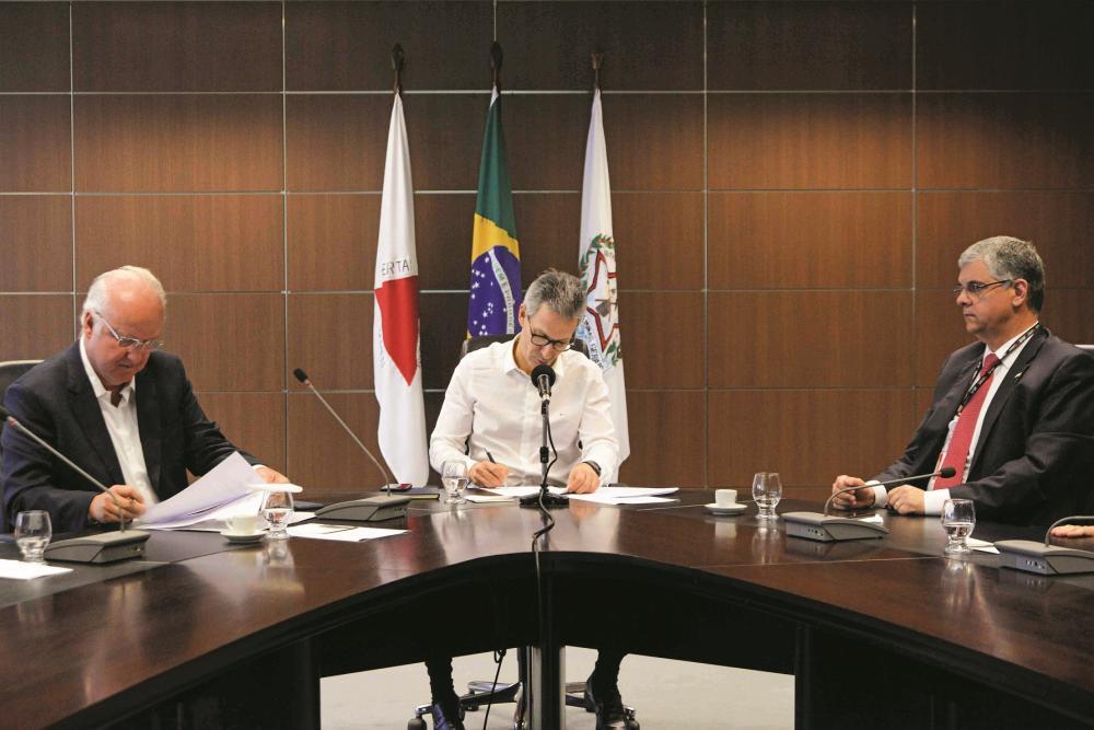 Governador Romeu Zema lembra que a Mori Energia irá instalar 32 usinas fotovoltaicas em 17 municípios do Norte de Minas, gerando cerca de 1.500 empregos