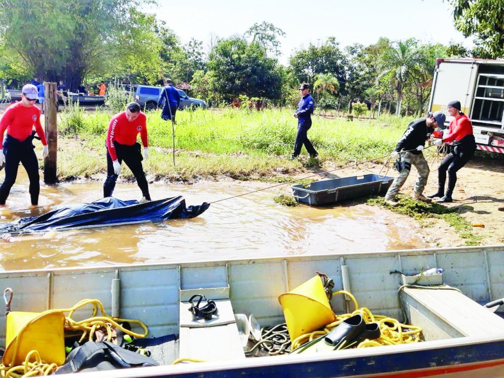 Corpo foi encontrado por bombeiros na manhã de ontem