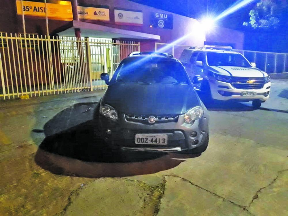 Veículo foi apreendido no bairro Jardim Uberaba