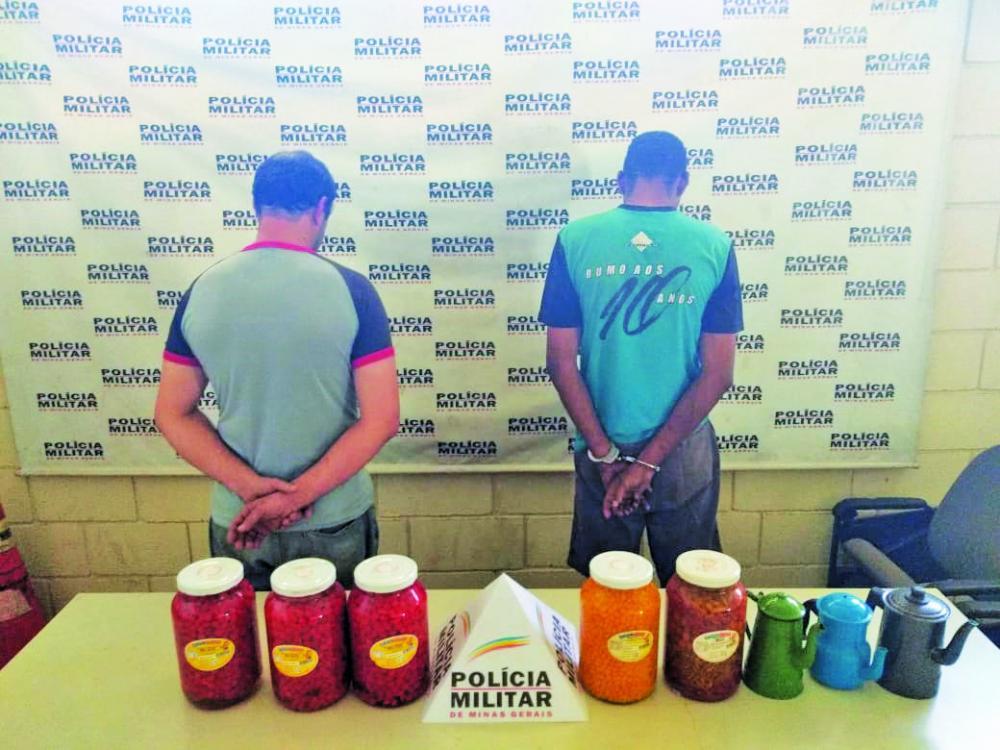 Produtos furtados foram recuperados com os suspeitos