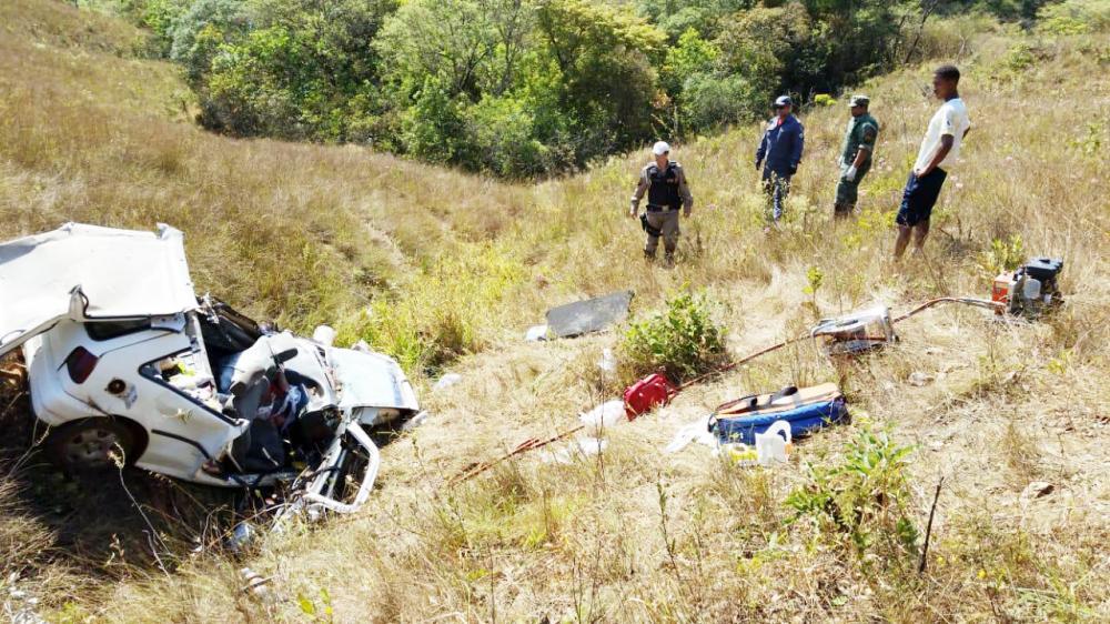 Divulgação - Veículo caiu em ribanceira de mais de 250 metros de altura, após o capotamento