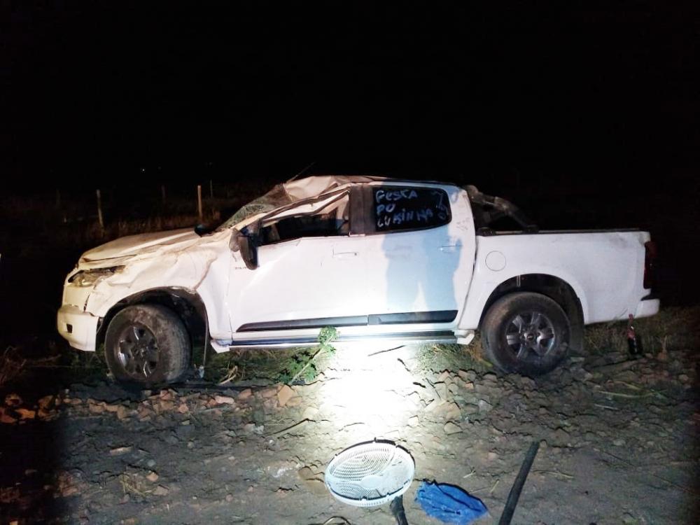 Caminhonete ficou destruída após o acidente