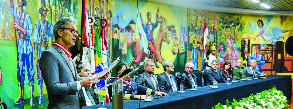 Governador defendeu a união e a sensibilidade dos Poderes de Minas para construir soluções que melhorem a vida dos mineiros - Foto: Gil Leonardi/ImprensaMG