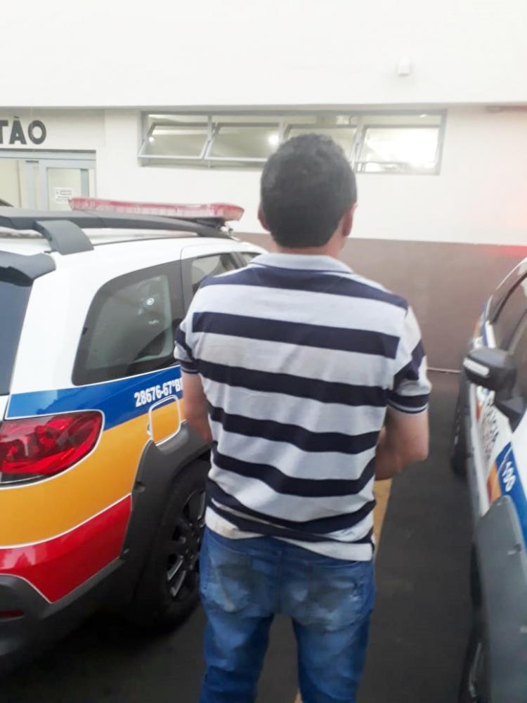 Caminhonete S-10 que estava de posse do acusado T.C.V.O, preso em flagrante, e documentação irregular foram apreendidos pela Polícia Militar - Fotos: Divulgação