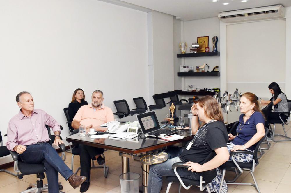 Programa de Educação Ambiental para Coleta Seletiva é apresentado ao prefeito Paulo Piau - Foto: Marco Aurélio/PMU