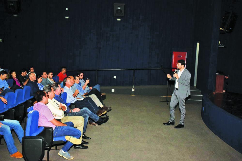 Prefeitura realiza audiência pública sobre a Parceria-Público-Privada de construção de usina fotovoltaica - Foto: Marco Aurélio/PMU