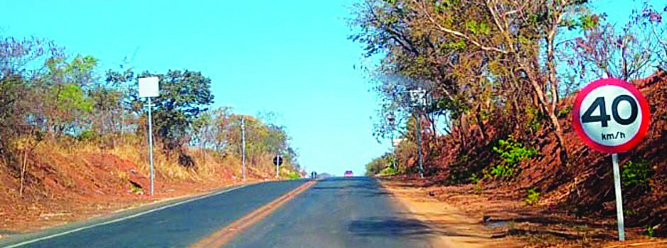 A velocidade máxima permitida pelo radar que passa a operar na rodovia MGC-135 é de 40km/h - Foto: Divulgação DEER