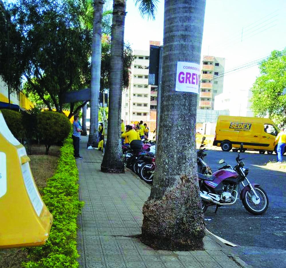 Movimento dos Correios foi aderido em Uberaba, Uberlândia, Patos de Minas e Patrocínio e serviço não foi comprometido, segundo sindicato - Foto: Reprodução/G1