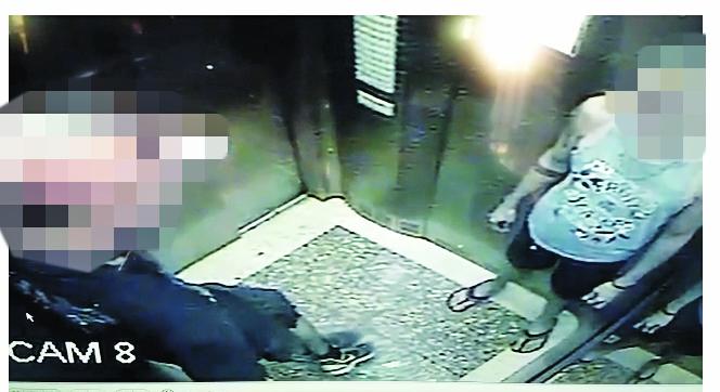 Câmeras flagraram a vítima e o suspeito no elevador do prédio: Suspeito fugiu enrolado em lençol após o crime - Foto: Divulgação