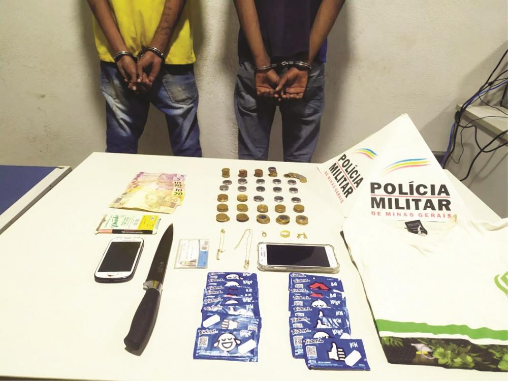 Dinheiro e materiais foram aprendidos com os acusados