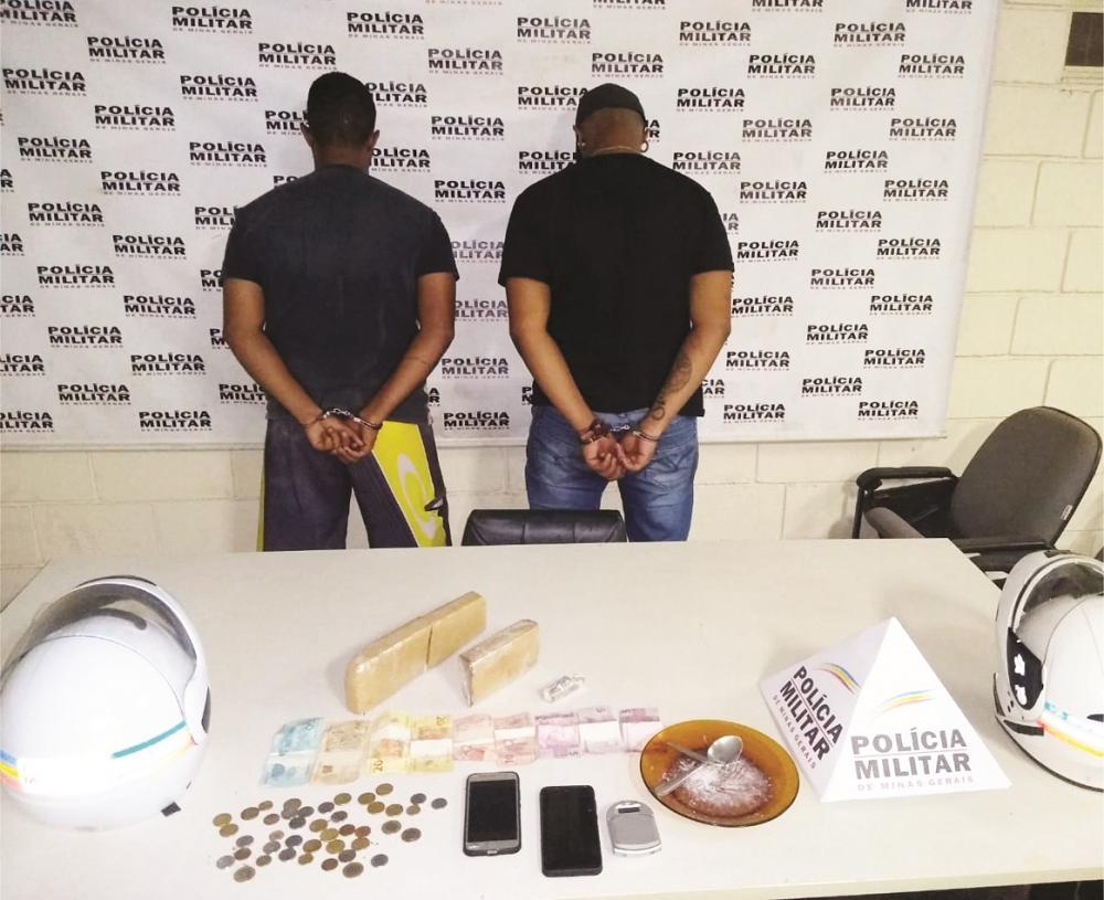 Drogas e materiais foram apreendidos com os suspeitos