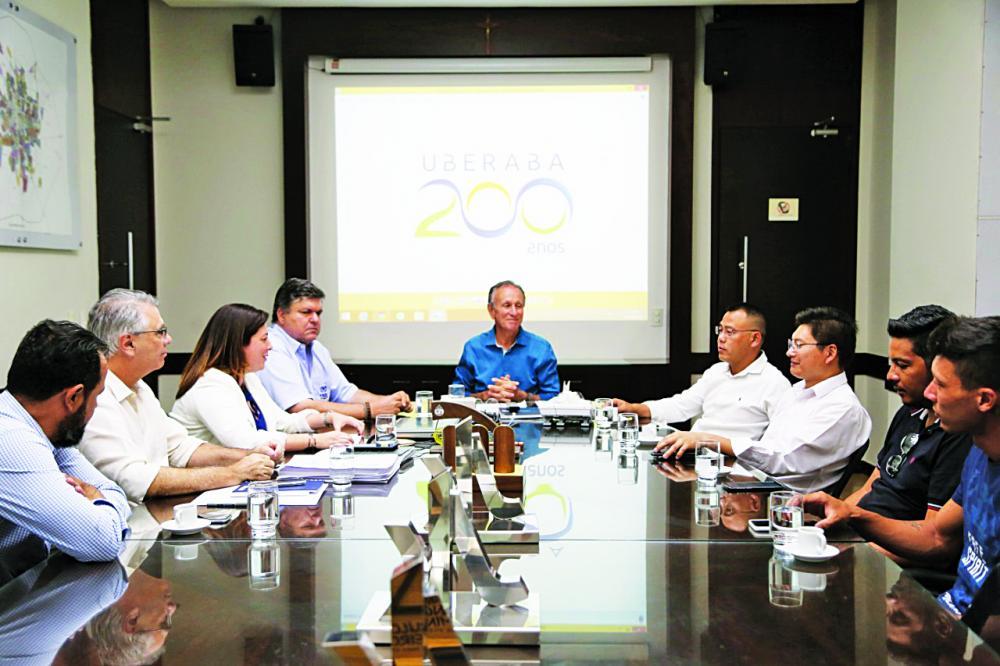 Prefeito Paulo Piau recebe comitiva chinesa para fechar mais um empreendimento em Uberaba - Foto: Divulgação/PMU