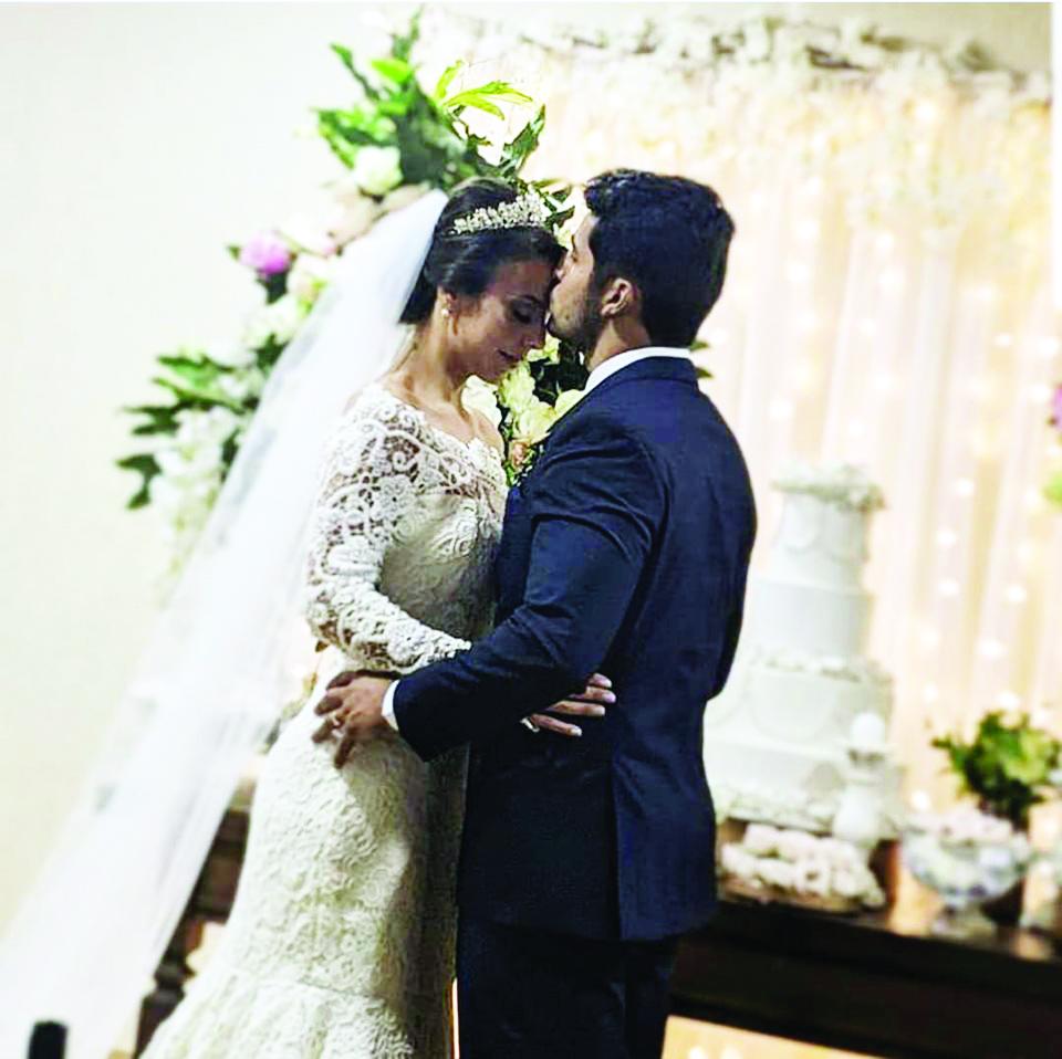 Casal incrível que levou emoção a tantas pessoas durante uma das mais belas cerimônias de casamento que Uberaba já viu. Felicidades. Eles merecem o que há de mais bonito, todos os dias. Relacionamento abençoado da lindíssima Hustany Cavatão e do fantásti