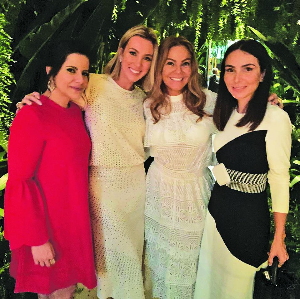 Mônica Hial Abreu esteve em São Paulo para a comemoração topíssima de 30 anos da megaloja de Tania Bulhões