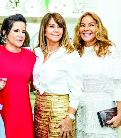 A empresária Tânia Bulhões comemorou, em grande estilo, no fim de semana, em São Paulo, os 30 anos da sua poderosa grife; na foto ela, sua filha Daniela e Mônica Hial Abreu
