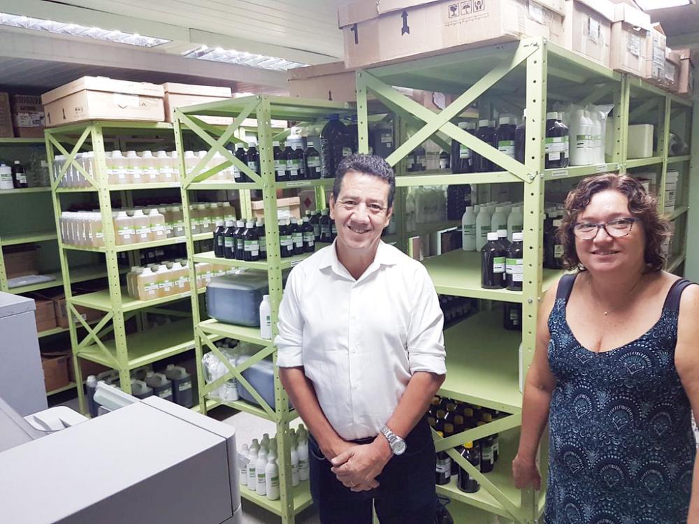 Vice-prefeito João Gilberto Ripposati esteve na Farmácia Viva de Betim
