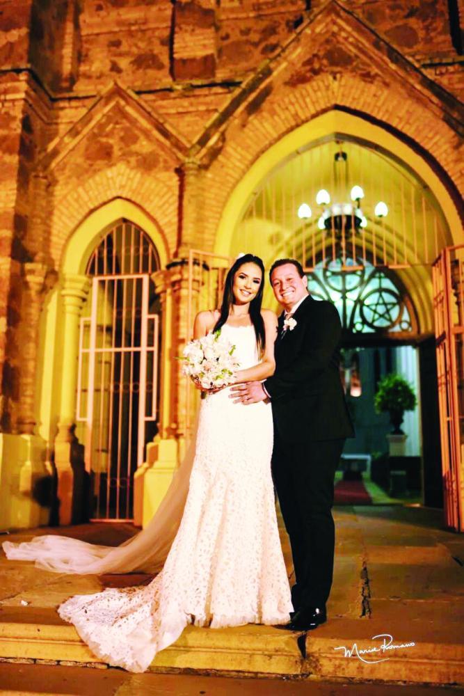 Ana Carolina Borges Leitão e Pedro Henrique da Silveira noivos do último sábado, na igreja de São Domingos