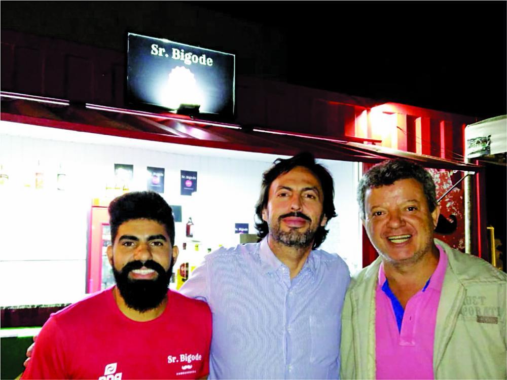 Hamburgueria Sr. Bigode de Vitor Oliveira serviu de ponto de encontro do Diretor Executivo do JORNAL DE UBERABA, Lawrence Borges, com o ex-deputado Antônio dos Reis Lerin