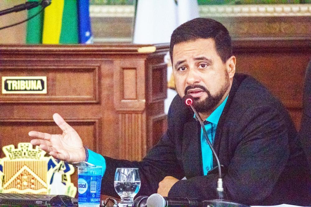 Diretor Contábil da Secretaria da Fazenda, Márcio Adriano Oliveira Barros esteve ontem na Câmara - Foto: Rodrigo Garcia/CMU